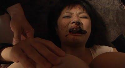 口の中にウンコされる女サンプル15