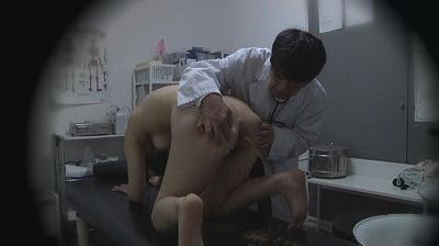 悪徳医療行為!浣腸に耐え切れず診察台の上で羞恥大量脱糞19