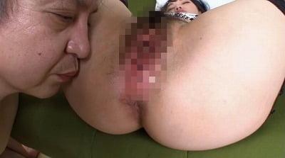 M男の人間便器プレイ動画!放屁付き強制飲尿食糞でイジメられるサンプル8