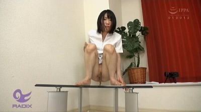 看護師(女)の脱糞が見たい!ナース服排泄姿と自然便を観察サンプル6