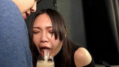 【衣織】と一緒に飲む!乾杯泥酔!ゲロ×飲尿・糞接吻解禁サンプル11