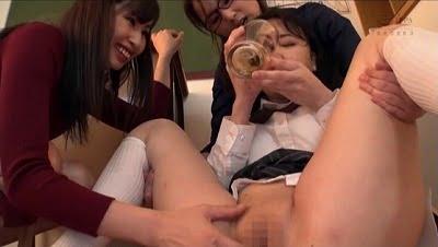 女性の唾液・尿を飲みながら股間をいじるのが大好きな女子!サンプル9